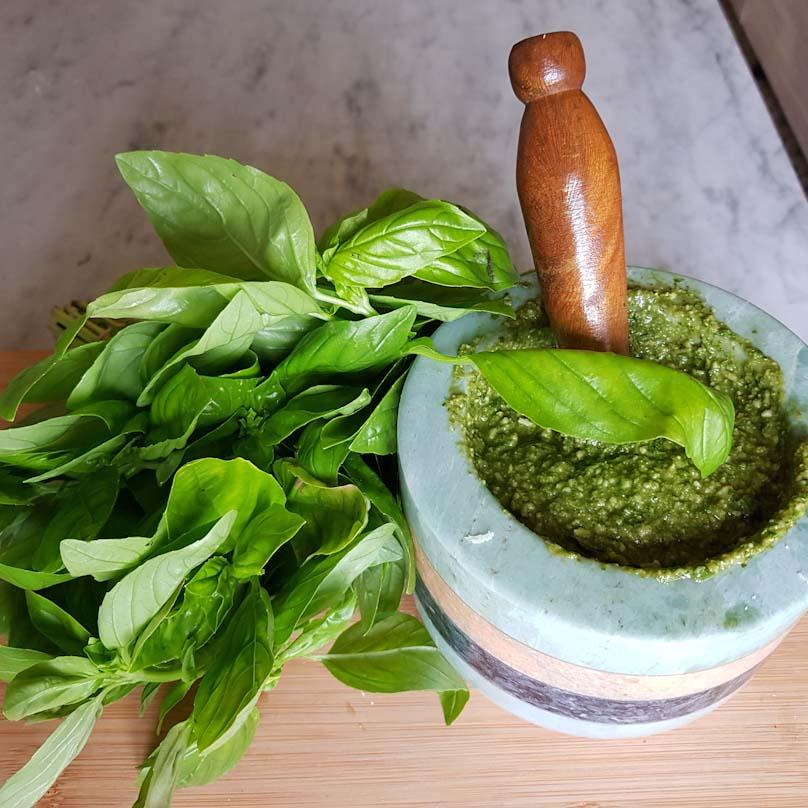 Ricetta Pesto Con Mortaio.Pesto Al Basilico Mirandolina In Cucina Condisce La Pasta